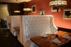 Restaurante de sushi japonês - mesas de jantar Foto de Stock Royalty Free