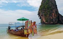 Restaurante del barco en la playa de Railay fotografía de archivo