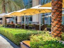 Restaurante del café del verano, un país turístico, las tablas al aire libre, Imagen de archivo libre de regalías