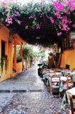 Restaurante del callejón en Chania, Creta, GRECIA Foto de archivo libre de regalías