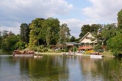 Restaurante del lago Imagen de archivo libre de regalías