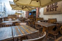 Restaurante del oeste salvaje viejo del ` del `, vacío, en vieja área del puerto de Génova, Italia foto de archivo libre de regalías