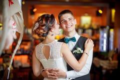 Restaurante do casamento do sorriso imagens de stock