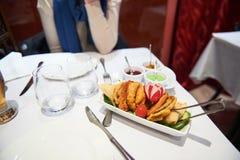 Restaurante do indiano da mulher fotos de stock royalty free