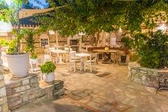 Restaurante do jardim do verão fotos de stock royalty free