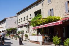Restaurante e turistas na fortaleza Carcassone é fortaleza medieval, ele foi adicionado ao UNESCO imagens de stock royalty free