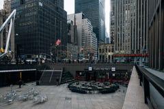 Restaurante, edificios viejos, escaparate de la escena de la calle del Rockefeller Center en el Midtown Manhattan foto de archivo