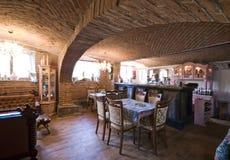 Restaurante en el sótano del ladrillo imagen de archivo libre de regalías