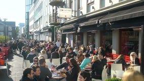 Restaurante en la ciudad de Reykjavik almacen de video