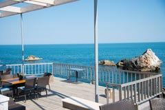 Restaurante en la costa de mar Fotos de archivo libres de regalías