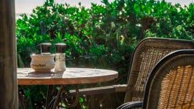 Restaurante en la playa blanca de la arena de Oporto Mari con el cielo azul Fotografía de archivo libre de regalías
