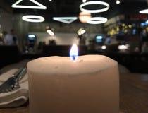 Restaurante en Moscú, atmósfera de la noche de la vela ardiente foto de archivo libre de regalías