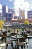 Restaurante en Southgate que pasa por alto el paisaje urbano Foto de archivo