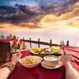 Restaurante exótico del veg con la opinión de océano Fotografía de archivo