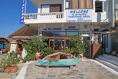 Restaurante exterior grego, Creta, Grécia Fotografia de Stock