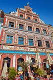 Restaurante exterior na casa histórica do renascimento no Fischmar fotografia de stock