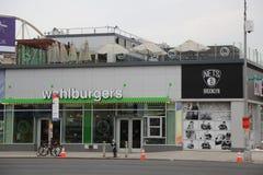 Restaurante famoso de Wahlburgers en Coney Island en Brooklyn foto de archivo