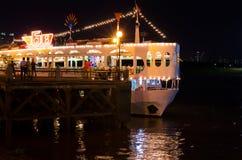 Restaurante flotante en el río de Saigon Imágenes de archivo libres de regalías