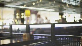 Restaurante japon?s borroso con el tiro abierto de la cacerola de la cocina almacen de video