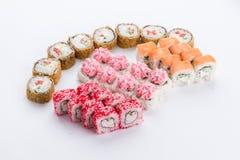 Restaurante japonês do alimento, placa do rolo do maki do sushi ou grupo gunkan da bandeja Grupo e composição do sushi imagem de stock royalty free