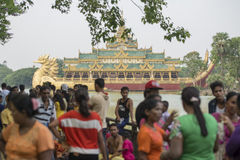RESTAURANTE KARAWEIK DO LAGO DE ÁSIA MYANMAR YANGON KANDAWGYI imagens de stock