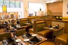 Restaurante luxuoso com assentos confortáveis fotos de stock