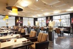 Restaurante luxuoso no estilo europeu imagens de stock royalty free