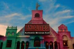 Restaurante mexicano tradicional del estilo en Citywalk Universal Studios en horizonte hermoso fotografía de archivo libre de regalías