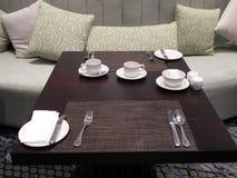 Restaurante moderno del estilo interior en el hotel Imagen de archivo libre de regalías