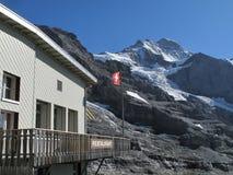 Restaurante na frente da cimeira de Jungfrau Fotografia de Stock