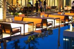 Restaurante na noite Fotografia de Stock Royalty Free