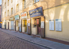 Restaurante na rua de Szeroka - Krakow imagem de stock
