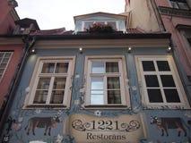 Restaurante no centro histórico de Riga (Letónia) Imagens de Stock Royalty Free