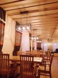 Restaurante no hotel moderno na estância de esqui Bukovel imagens de stock
