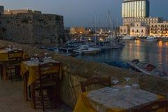 Restaurante pelo porto de Gallipoli Imagem de Stock Royalty Free