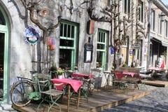 Restaurante pequeno exterior em Durbuy, Bélgica fotografia de stock royalty free