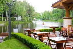 Restaurante perto do lago Foto de Stock Royalty Free