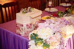 Restaurante que se casa adornado hermoso para la boda Decoración colorida para la celebración Interior nupcial de la belleza fotografía de archivo