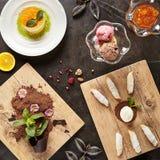 Restaurante que serve Mini Desserts Concept Top View imagem de stock