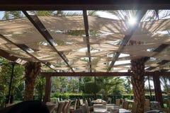 Restaurante sob a barraca no lugar tropical Fotos de Stock Royalty Free