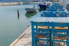 Restaurante tradicional exterior tomado foto de la taberna cerca del mar en Lefkada fotografía de archivo libre de regalías