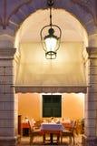 Restaurante tradicional viejo en la ciudad de Corfú Fotos de archivo