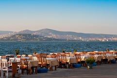 Restaurante vacío cerca del mar Foto de archivo