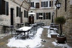Restaurante vacío del patio en el invierno Foto de archivo