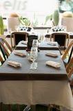 Restaurante vacío en un sunnyday en Marsella Imágenes de archivo libres de regalías