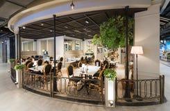 Restaurante vacío en la alameda de Siam Center, Bangkok Fotos de archivo