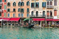 Restaurantes al aire libre en Grand Canal Imagen de archivo libre de regalías
