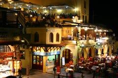 Restaurantes completamente ocupados en cuadrado de Sócrates Fotos de archivo
