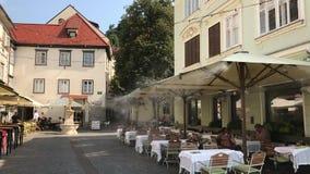 Restaurantes da rua em Ljubljana vídeos de arquivo