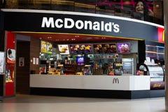 Restaurantes de McDonald's em Tailândia. fotografia de stock royalty free